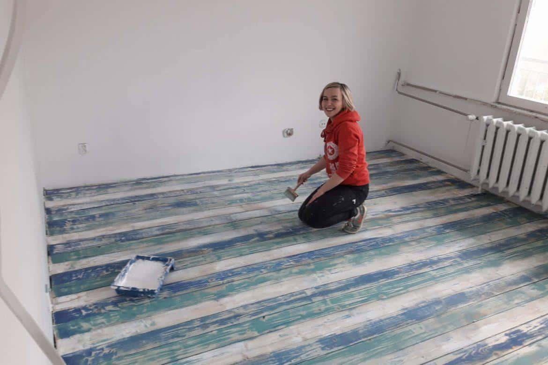 kolorowa podłoga drewniana jak z żurnala kolorow