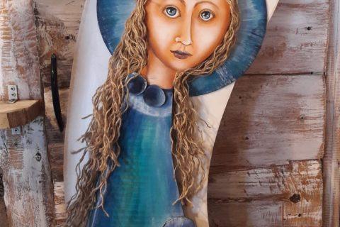 Drewniana figurka gwiezdnego anioła