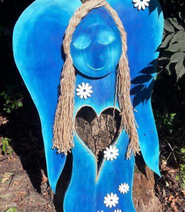 Drewniany anioł figurka- chabrowy