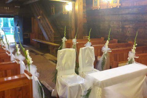 Ślubny wystrój kościoła-cerkiew w Równi