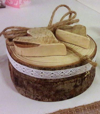 drewniana szkatułka na obrączki ślubne