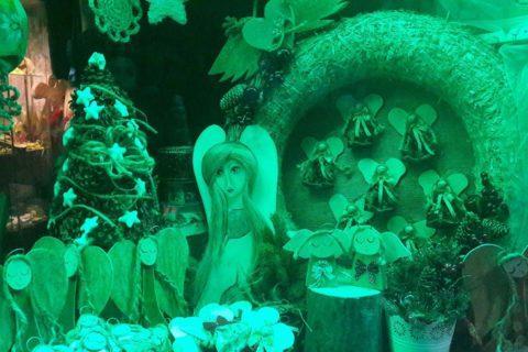 Dekoracja kwiaciarni w zieleni