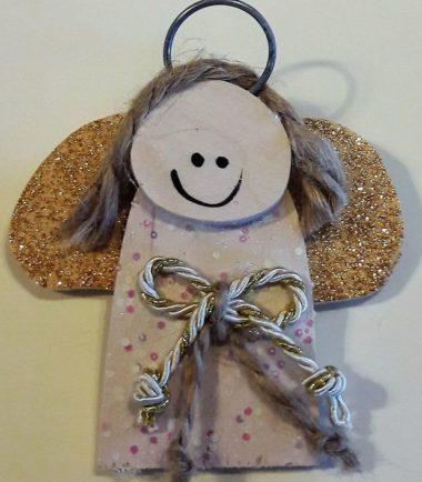 Aniołek ozdoba świąteczna ze złotym sznurkiem