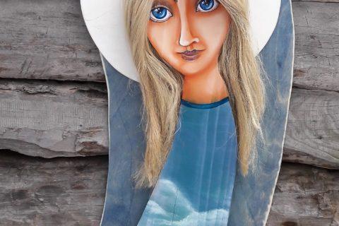 Drewniana figurka anioła ręcznie malowany
