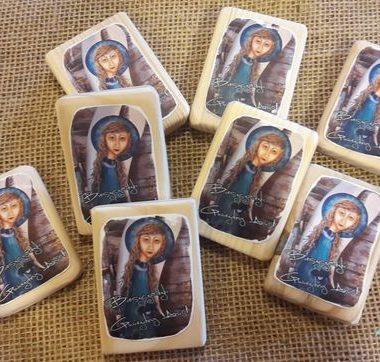 Ręcznie malowane drewniane magnesy aniołki