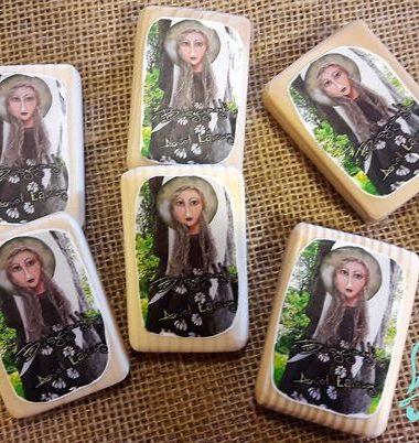 drewniane magnesy- aniołki z Bieszczadzkiej Aniołomanii